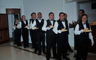 Профессия официант: основные плюсы и минусы работы, необходимые навыки и качества