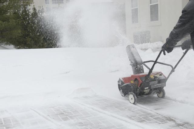 Стоит ли покупать электрический снегоуборщик