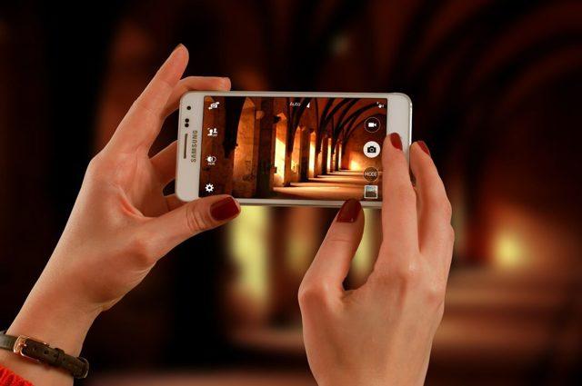 Стоит ли покупать витринный образец смартфона?