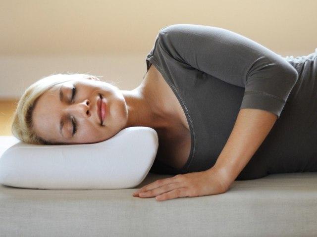 Можно ли спать на полу: плюсы и минусы