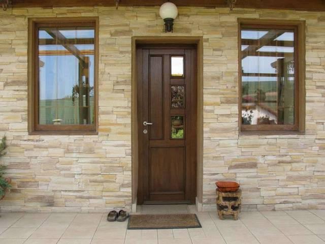 Межкомнатные двери ПВХ: плюсы и минусы установки
