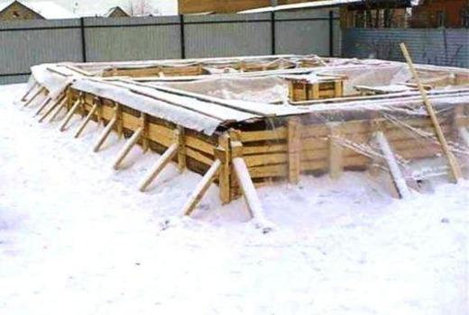 Строительство и заливка фундамента зимой — плюсы и минусы
