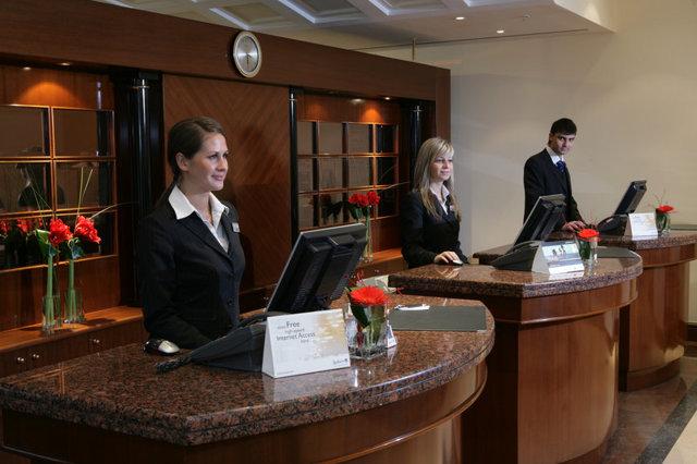 Стоит ли учиться на гостиничное дело: плюсы и минусы