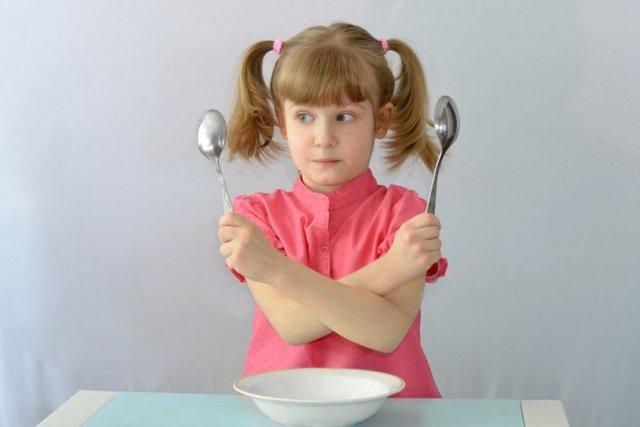 Стоит ли переучивать ребенка левшу?