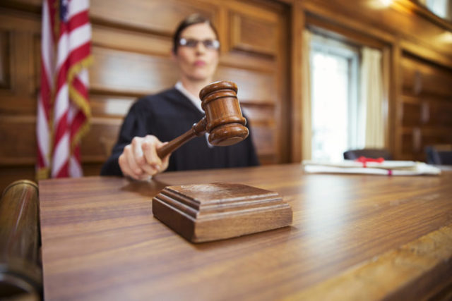 Профессия судья: кто это, плюсы и минусы