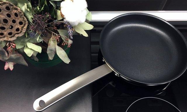 Сковорода с гранитным покрытием: стоит ли покупать, плюсы и минусы