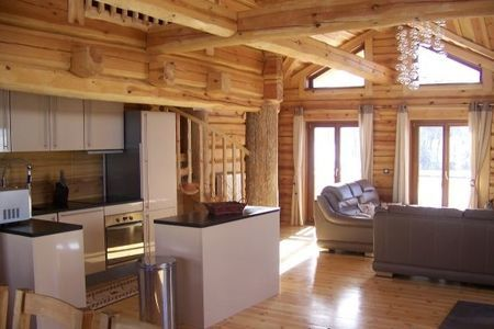 Ламинат в деревянном доме: плюсы и минусы