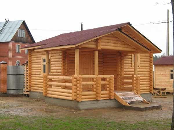 Строительство бани из бруса: плюсы, минусы и особенности