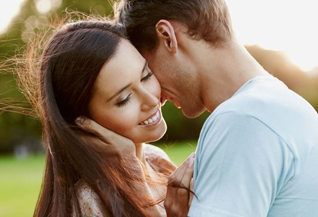 Стоит ли целовать девушку на первом свидании?