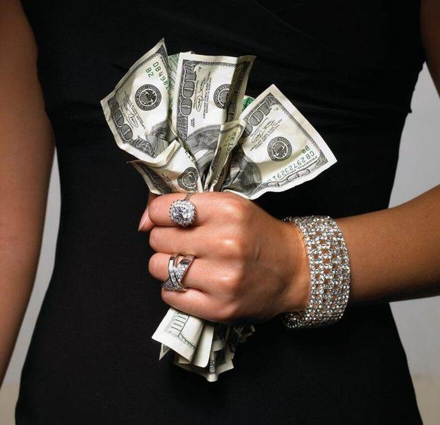 Стоит ли давать деньги в долг или лучше не надо?