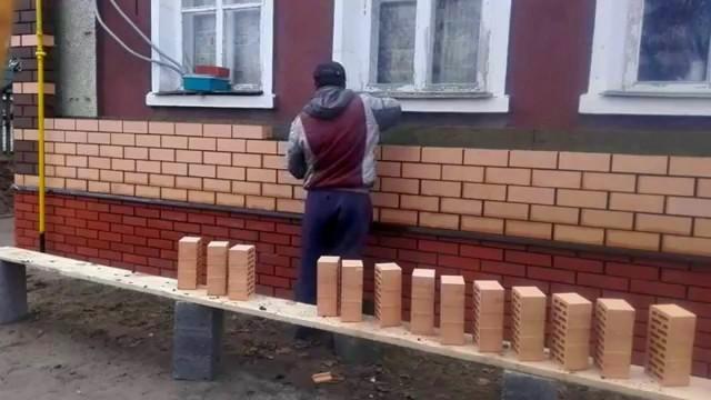 Стоит ли обкладывать деревянный дом кирпичом