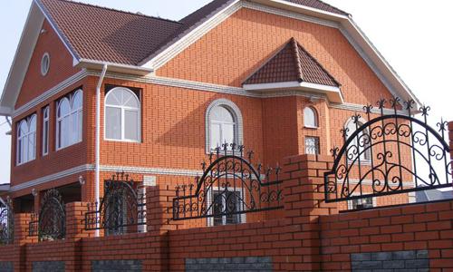 Дом из кирпича: плюсы, минусы и особенности