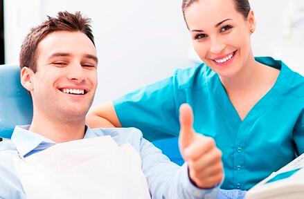Профессиональная чистка зубов — плюсы и минусы процедуры