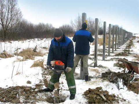 Стоит ли устанавливать забор зимой — плюсы и недостатки