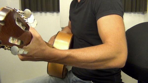 Стоит ли учиться играть на гитаре и насколько это сложно