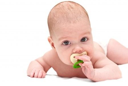 Стоит ли давать пустышку новорожденному?