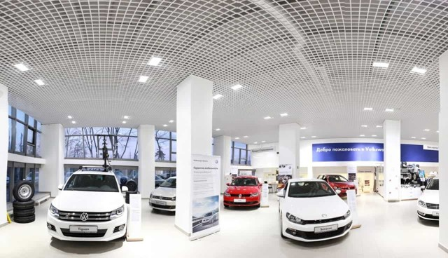 Плюсы и минусы покупки подержанного авто в салоне