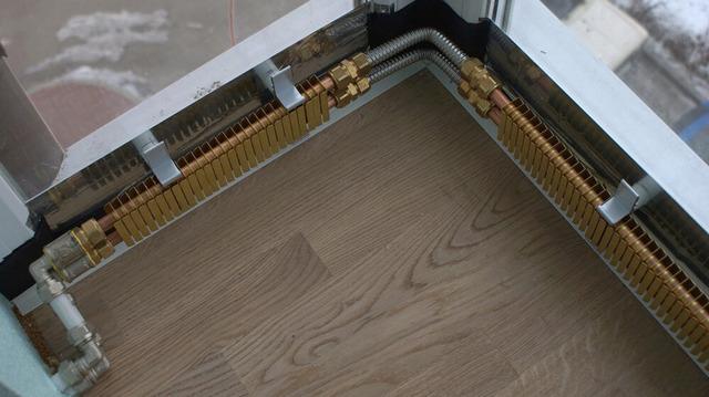 Плюсы и минусы установки теплого плинтуса дома