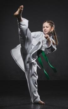 Занятия каратэ для девочек: плюсы и минусы