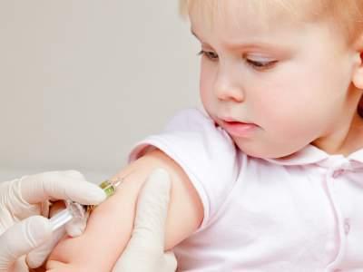 Стоит ли делать прививки детям — плюсы и минусы