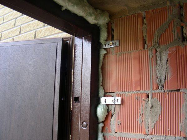 Двери из МДФ — плюсы и минусы выбора и установки