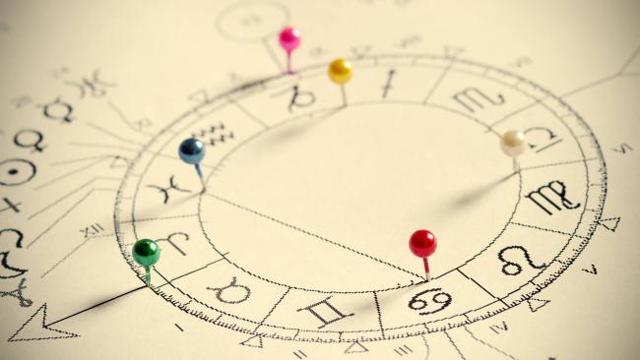 Стоит ли верить и обращаться к астрологам?