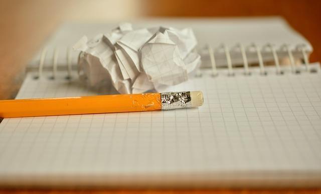 Стоит ли писать парню первой: плюсы, минусы, как правильно это делать