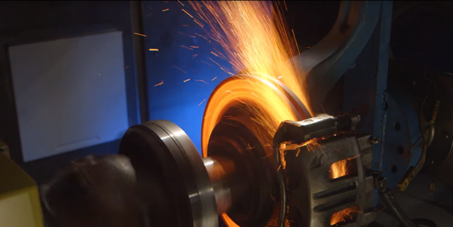 Керамические тормозные колодки: плюсы и минусы