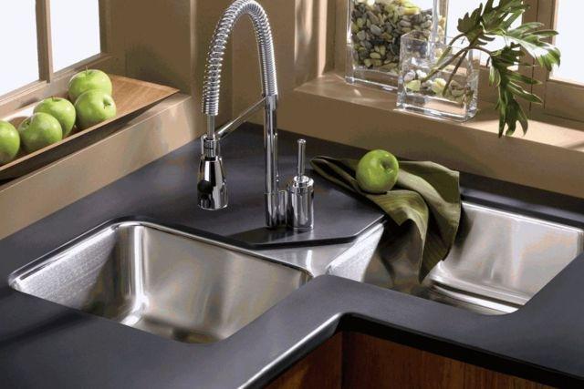 Угловая мойка на кухне — плюсы и минусы