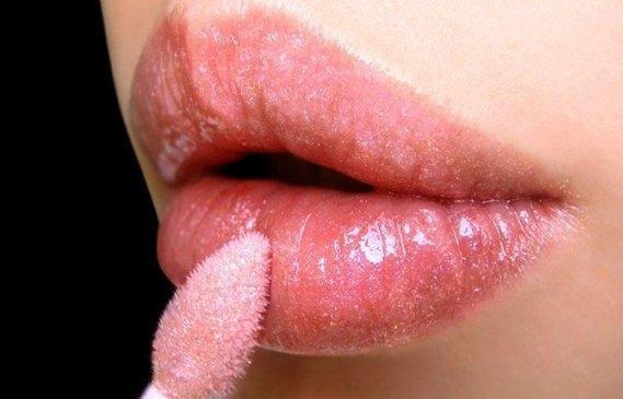 Стоит ли делать себе перманентный макияж губ?