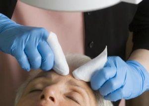 Стоит ли делать чистку лица у косметолога?