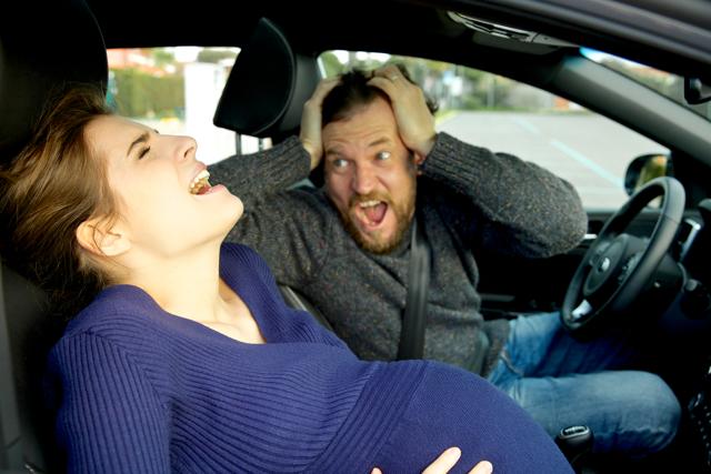 Стоит ли брать с собой мужа на роды?