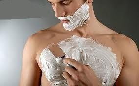 Стоит ли мужчине брить грудь?