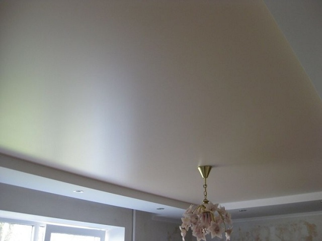 Сатиновые натяжные потолки — плюсы и минусы выбора