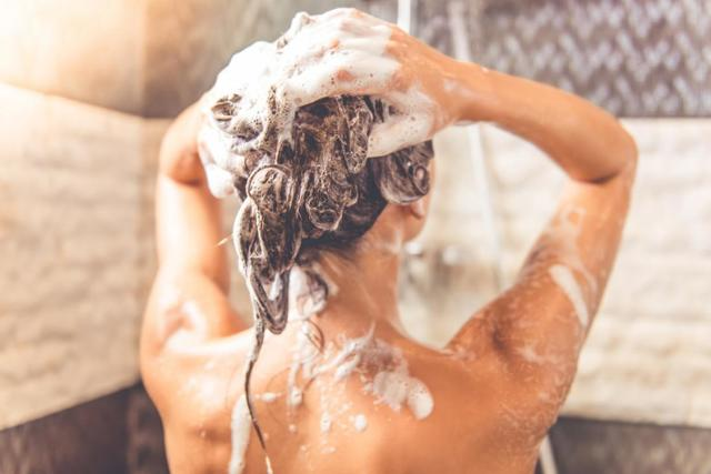 Стоит ли мыть голову каждый день?