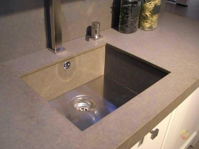 Плюсы и минусы выбора кварцевой мойки для кухни