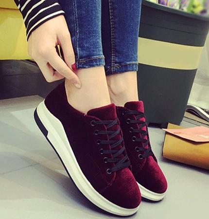 Велюровая обувь: плюсы, минусы, стоит ли покупать